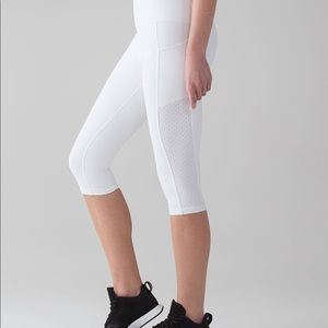 Lululemon Mind Over Miles Crop 17""